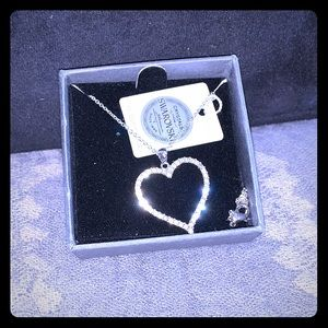 Beautiful Nic & Syd heart necklace